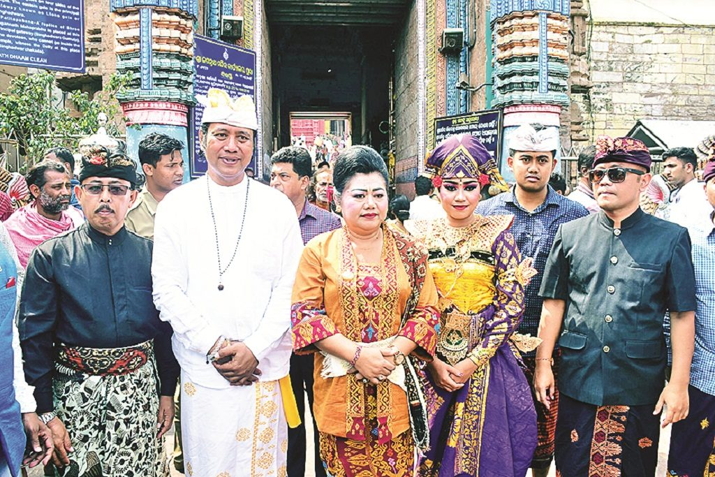 Indonesian King and queen visit Jagannath Temple