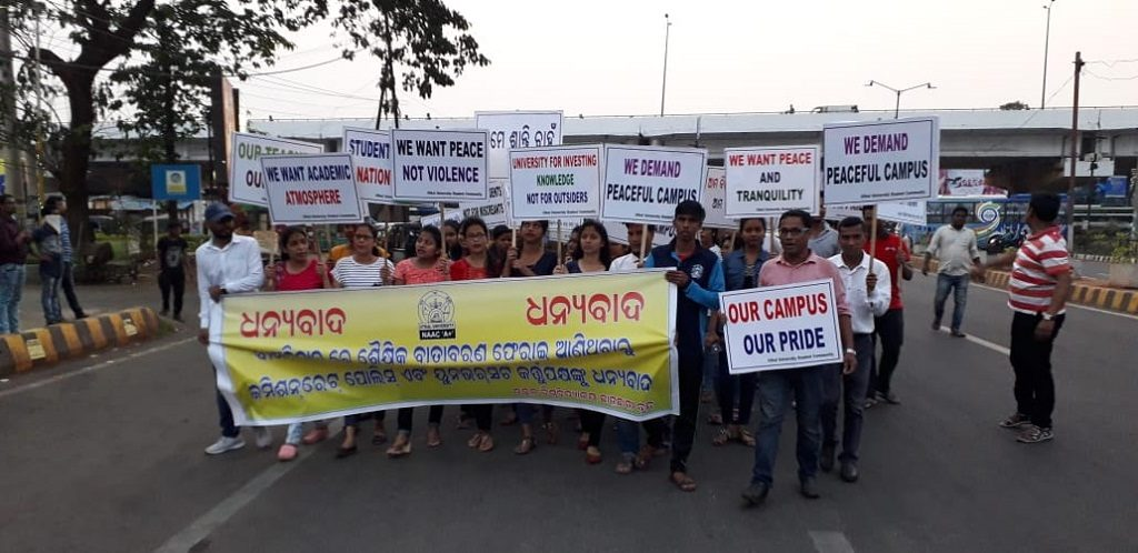 Utkal varsity students laud eviction of non-students from campus