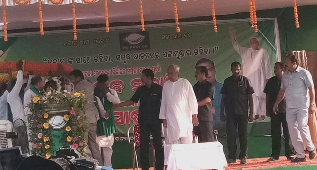 CM plays 'Biju' card to woo voters in Kendrapara