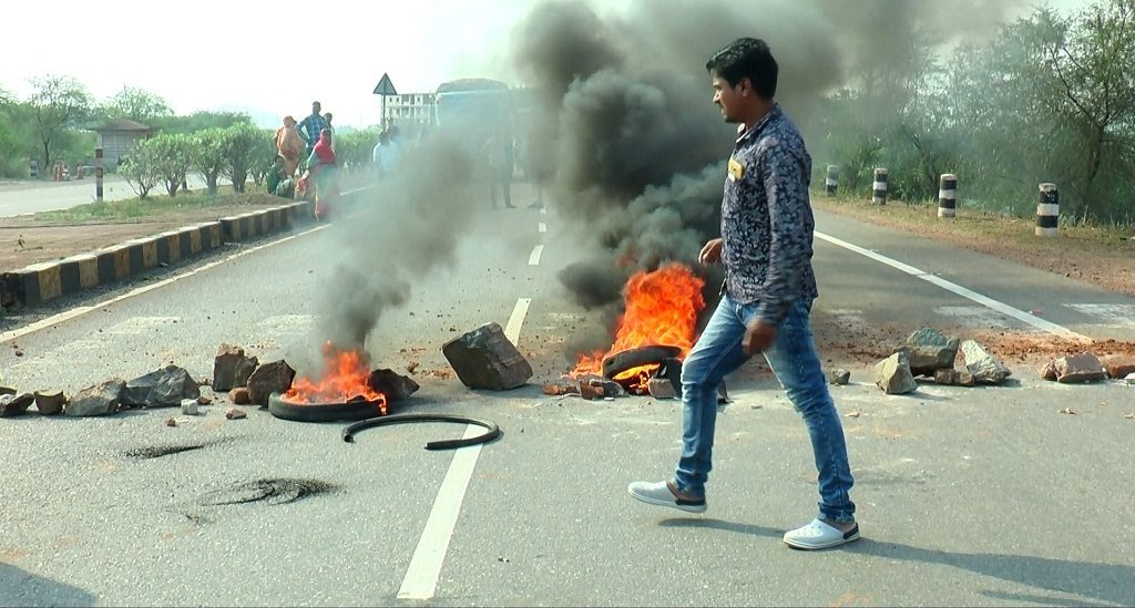 Villagers shut NH 53 protesting farmer suicide