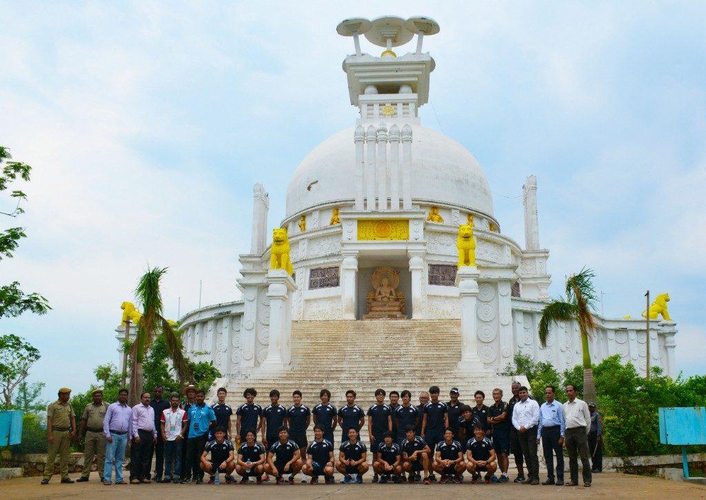 Japanese hockey team visits Dhauli peace pagoda