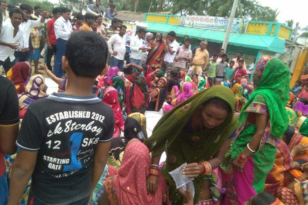 Women block road demanding closure of liquor shop