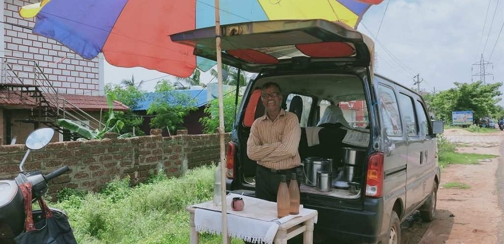 Once an MNC executive, he now manages food truck for solace