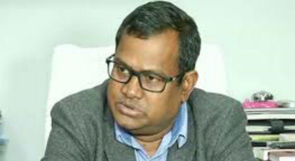 State effects minor reshuffle, Bishnupada revenue secy