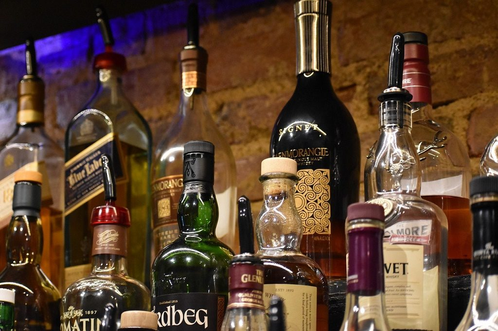 Odisha sees home delivery of 8420 orders for liquor on Day 1