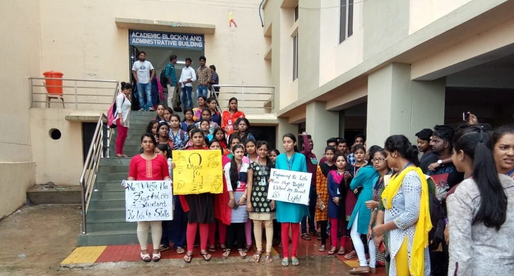 Keonjhar engineering college students protest government apathy