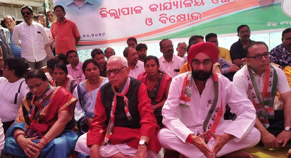 Congress protest inadequate flood aid to Bolangir