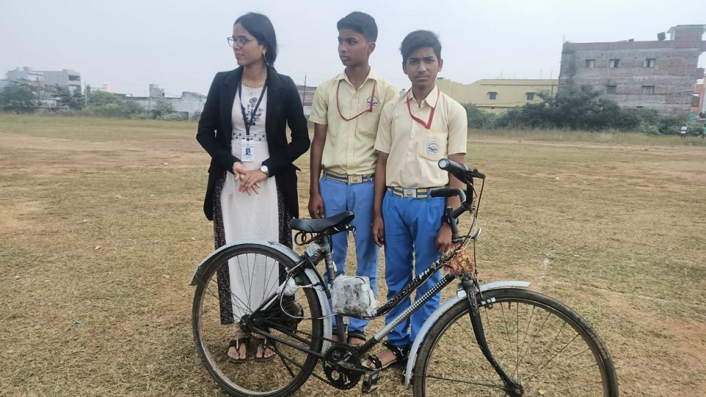 An e-bicycle that runs on solar, electrical and mechanical energy