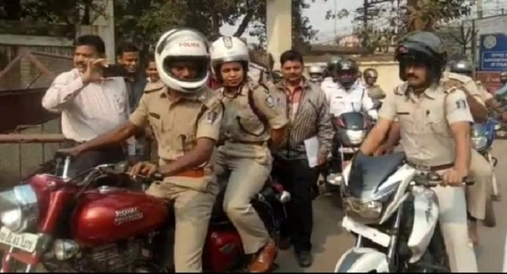 Senior cops lead motorbike rally to create road safety awareness