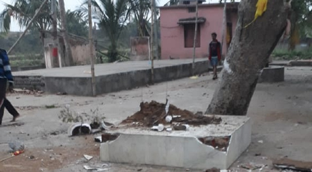 Failed at thievery, miscreants damage  temple