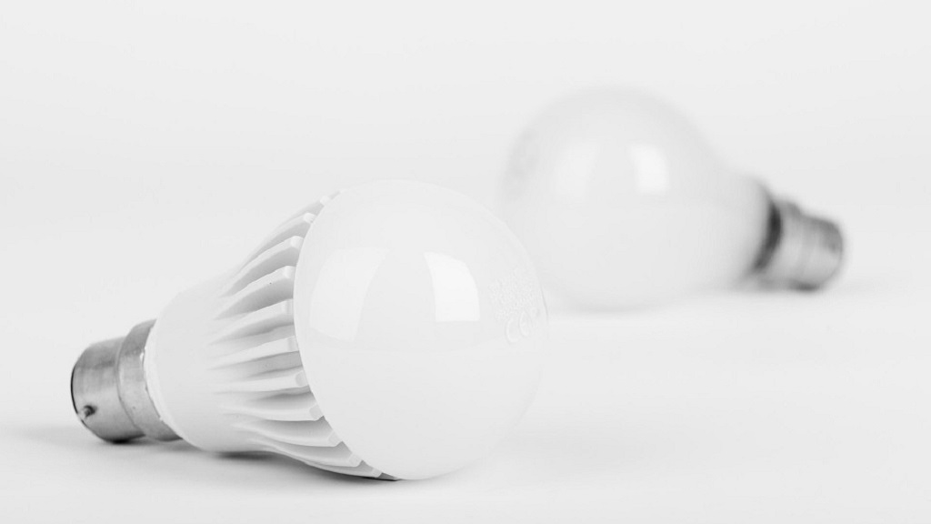 Students make low cost energy LED Bulbs