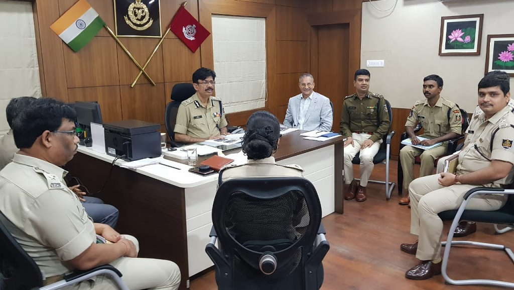 Police chief reviews  law and order in south Odisha